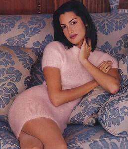 Yasmeen Ghauri pink sweaterdress