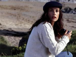 demi-moore cable knit sweater