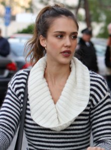jessica-alba-banana-republic-sweater