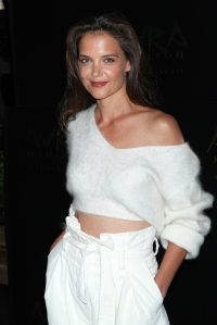 katie-holmes-off-shoulder-sweater