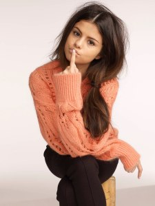 selena-gomez-sweater